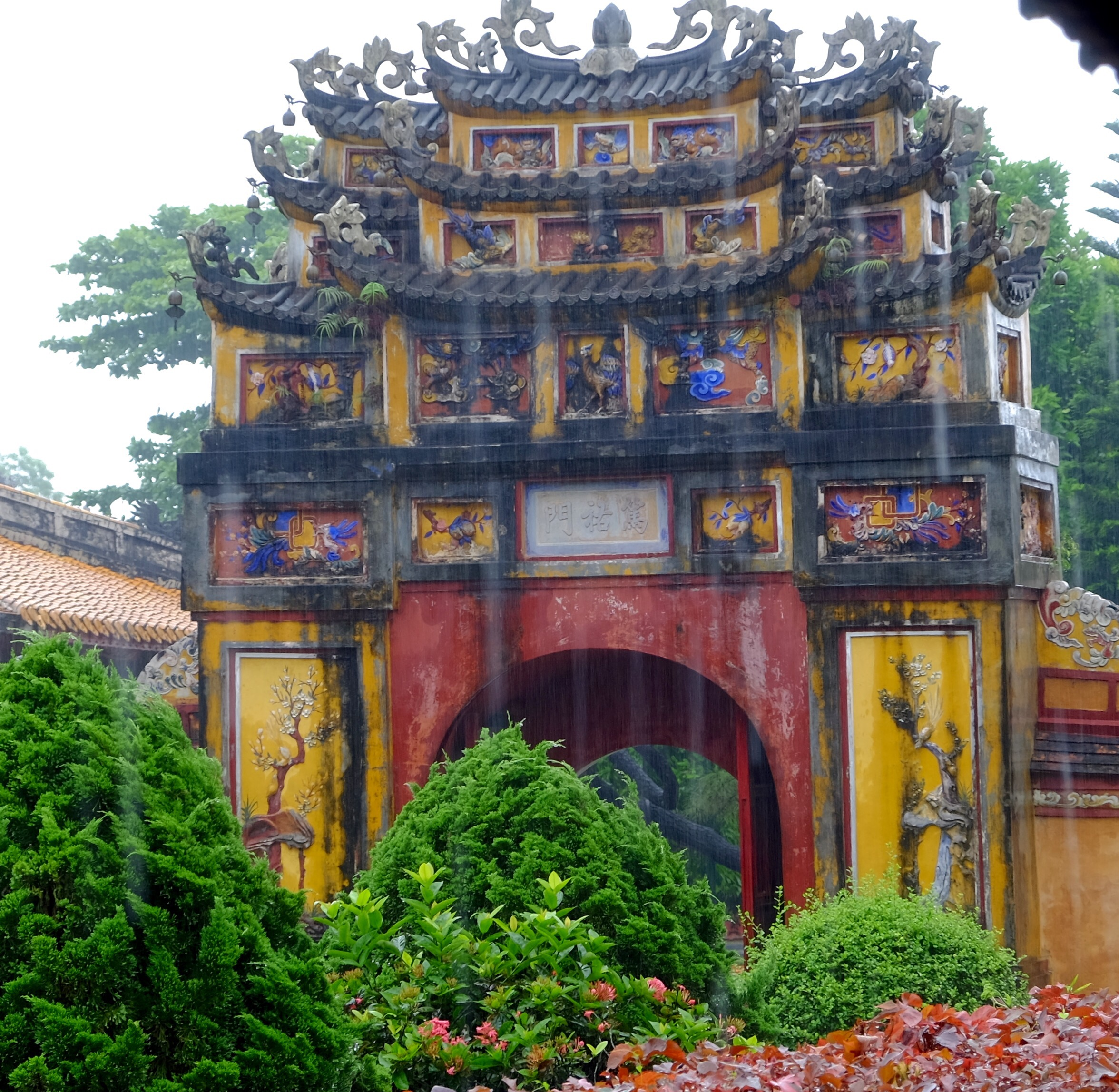 Gate in Hue